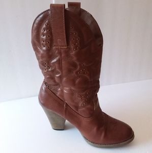 4/$20 🌸 MIA Brown Larue Stitched Cowgirl Boots
